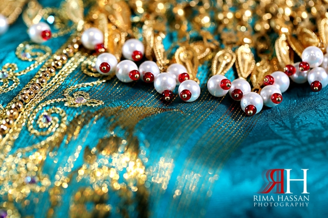 Jawaher_Sharjah_Henna_Female_Photographer_Dubai_Rima_Hassan_bride_jewelry_gold_details