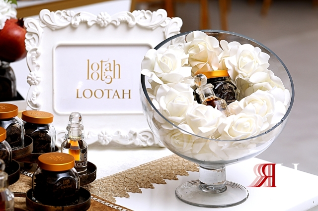 Ajman_Wedding_Female_Photographer_Dubai_Rima_Hassan_kosha_stage_decoration_lootah_perfumes