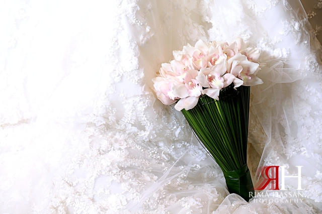 Trade_Center_Wedding_Photographer_Dubai_Rima_Hassan_bride_bouquet_flowers