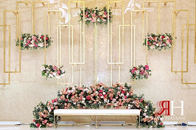 Barsha_Hall_Dubai_Wedding_Female_Photographer_Rima_Hassan_kosha_decoration_stage_flowers