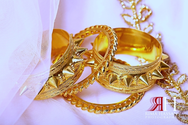 Park_Hyatt_Dubai_Engagement_Female_Photographer_Rima_Hassan_bride_jewelry_gold_bracelet