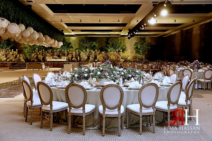 Al_Jawaher_Sharjah_Wedding_Female_Photographer_Rima_Hassan_kosha_tibru_stage_decoration_round_tables