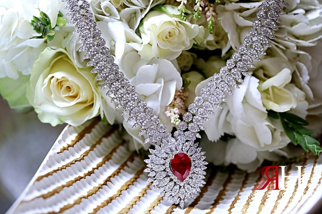 Jawaher_Sharjah_Wedding_Dubai_Female_Photographer_Rima_Hassan_bride_jewelry_necklace