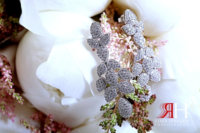 Al_Twaar_Wedding_Dubai_Female_Photographer_Rima_Hassan_bride_jewelry_earrings