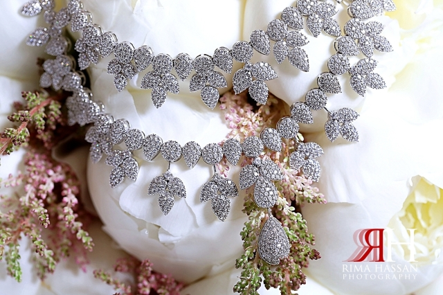 Al_Twaar_Wedding_Dubai_Female_Photographer_Rima_Hassan_bride_jewelry_necklace