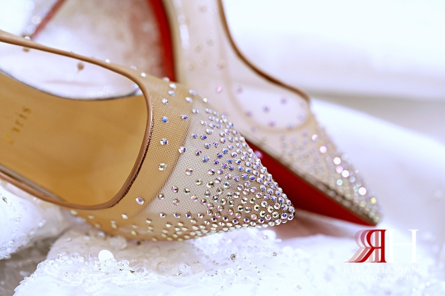 Al_Twaar_Wedding_Dubai_Female_Photographer_Rima_Hassan_bride_shoes_louboutin