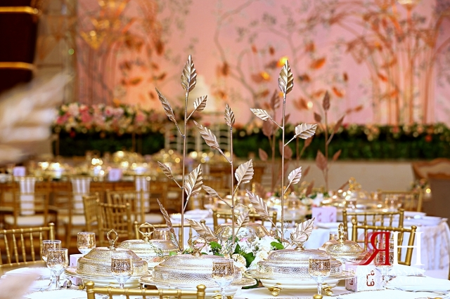 Al_Twaar_Wedding_Dubai_Female_Photographer_Rima_Hassan_kosha_stage_decoration_centerpiece_leaf