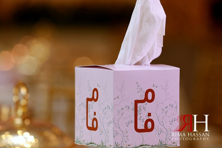 Al_Twaar_Wedding_Dubai_Female_Photographer_Rima_Hassan_kosha_stage_decoration_tissue_box