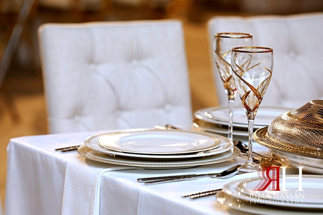 Jawaher_Sharjah_Wedding_Dubai_Female_Photographer_Rima_Hassan_stage_decoration_kosha_tableware