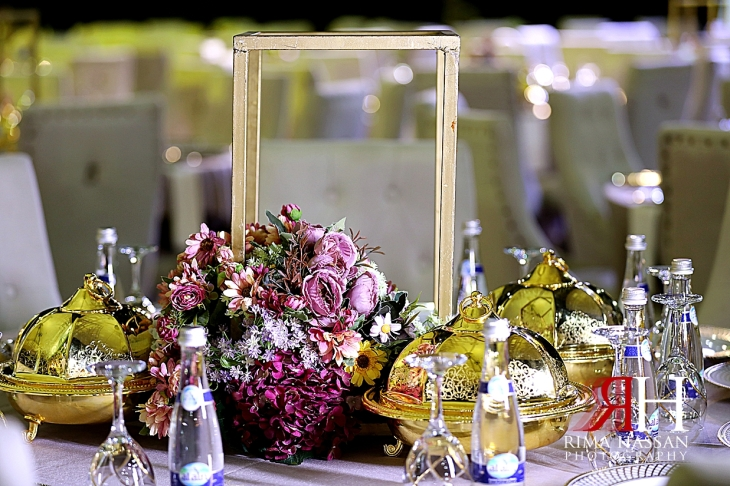 al_ain_khabisi-hall_wedding_female_photographer_rima_hassan_kosha_stage_decoration_centerpiece