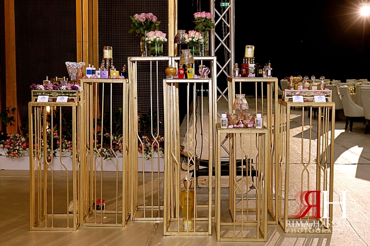 al_ain_khabisi-hall_wedding_female_photographer_rima_hassan_kosha_stage_decoration_perfume_table