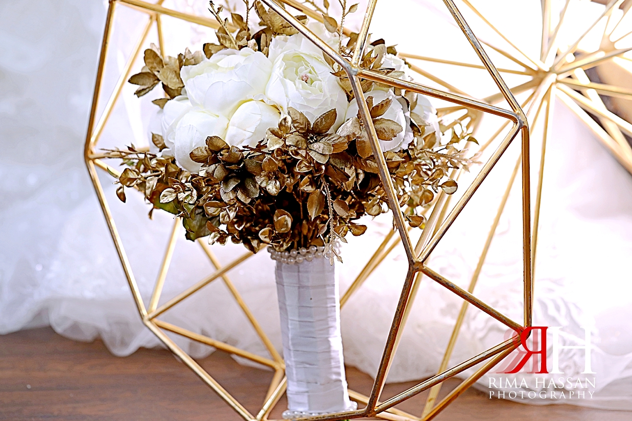 Al_Ain_Hili_Wedding_Female_Photographer_Rima_Hassan_bride_bouquet