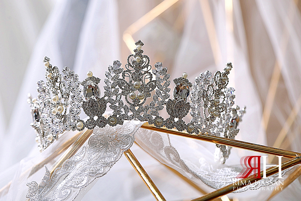 Al_Ain_Hili_Wedding_Female_Photographer_Rima_Hassan_bride_jewelry_crown