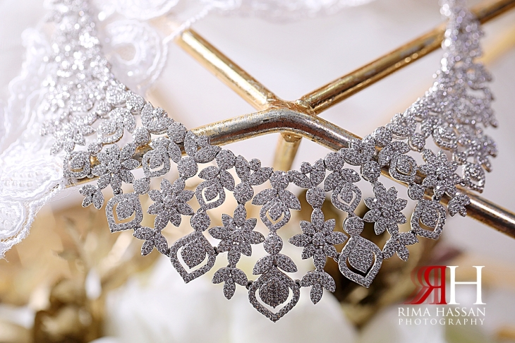 Al_Ain_Hili_Wedding_Female_Photographer_Rima_Hassan_bride_jewelry_necklace