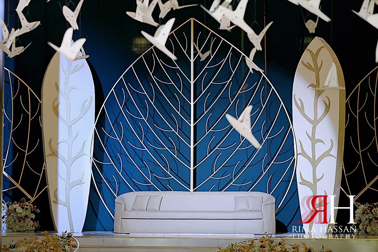 Al_Ain_Hili_Wedding_Female_Photographer_Rima_Hassan_kosha_stage_decoration_birds