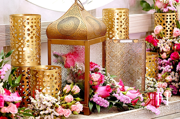 Pakistani_Dholki_Dubai_Female_Photographer_Rima_Hassan_stage_decoration_cage_flowers