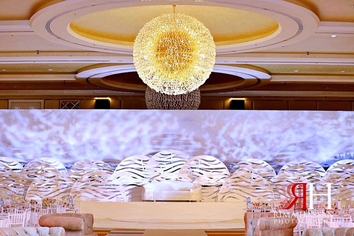 Barsha_Dubai_Wedding_Female_Photographer_Rima_Hassan_cloud_kosha_stage_decoration