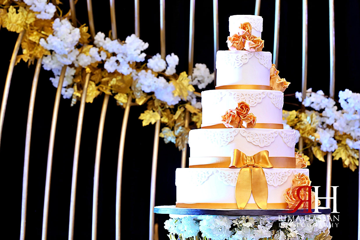 Barsha_Hall_Wedding_Dubai_Female_Photographer_Rima_Hassan_stage_kosha_decoration_cake