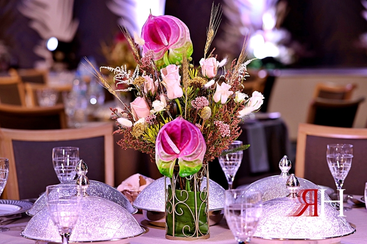 Al-Ain_Wedding_Dubai_Female_Photographer_Rima_Hassan_kosha_stage_decoration_luxury_centerpiece