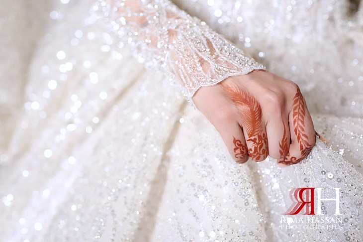 Sharjah_Sheraton_Wedding_Dubai_Female_Photographer_Rima_Hassan_bride_henna_feather