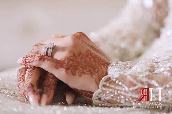 Sharjah_Sheraton_Wedding_Dubai_Female_Photographer_Rima_Hassan_bride_jewelry_hand